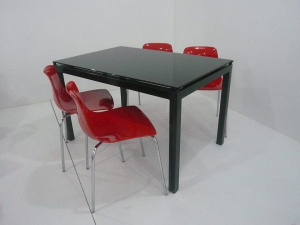 table agatha noir + chaise petite rouge
