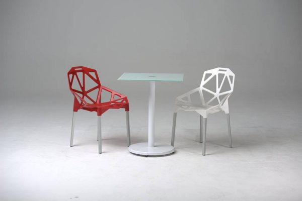 chaise spider blanc et rouge