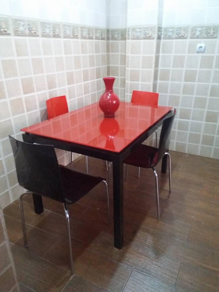 cityshop vente en tunisie table agatha vitre couleur 4 chaises zip. Black Bedroom Furniture Sets. Home Design Ideas
